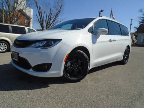 2020 Chrysler Pacifica for sale at Total Eclipse Auto Sales & Service in Red Bud IL