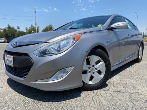2012 Hyundai Sonata Hybrid for sale at Auto Mercado in Clovis CA