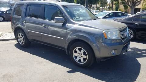 2011 Honda Pilot for sale at In-House Auto Finance in Hawthorne CA