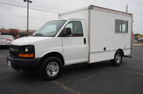 2004 Chevrolet Express Cutaway for sale at Certified Auto Center in Tulsa OK