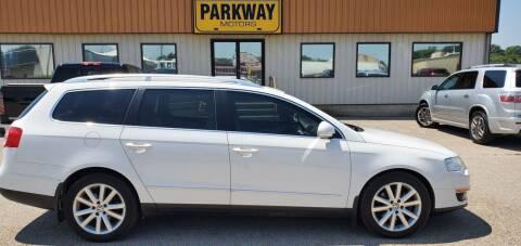 2010 Volkswagen Passat for sale at Parkway Motors in Springfield IL