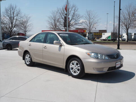 2005 Toyota Camry for sale at SIMOTES MOTORS in Minooka IL