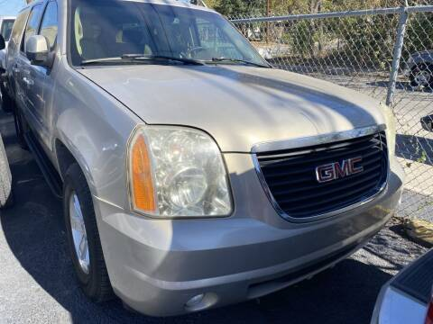 2007 GMC Yukon XL for sale at Carzready in San Antonio TX