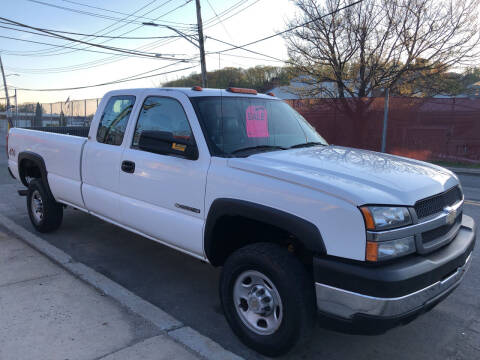 2004 Chevrolet Silverado 2500HD for sale at Deleon Mich Auto Sales in Yonkers NY