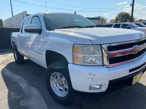2009 Chevrolet Silverado 1500 for sale at New Wave Auto Brokers & Sales in Denver CO