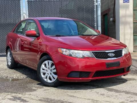 2012 Kia Forte for sale at Illinois Auto Sales in Paterson NJ