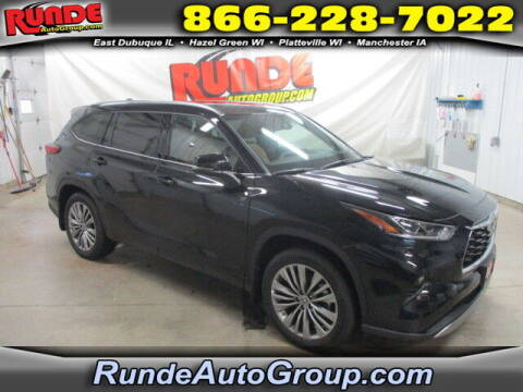 2020 Toyota Highlander for sale at Runde Chevrolet in East Dubuque IL