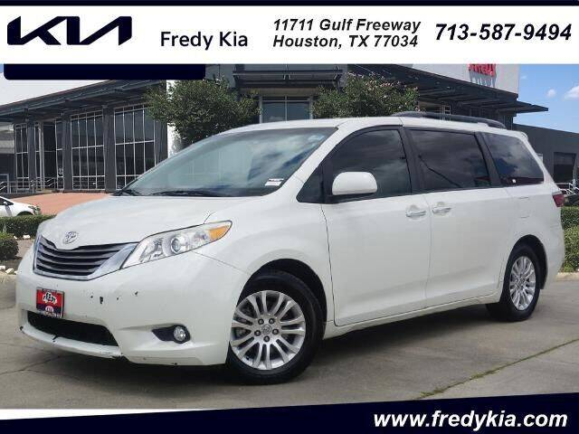 2017 Toyota Sienna for sale at FREDY KIA USED CARS in Houston TX