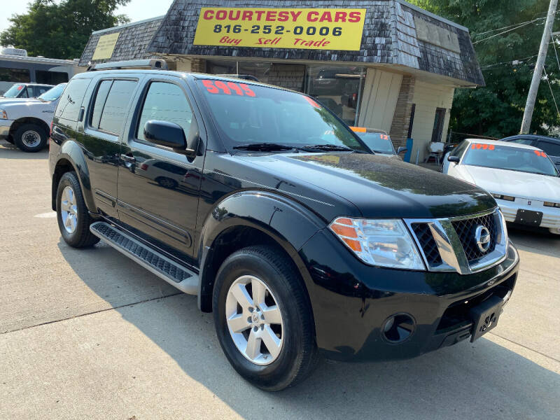 2011 Nissan Pathfinder for sale at Courtesy Cars in Independence MO