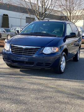 2006 Chrysler Town and Country for sale at Washington Auto Sales in Tacoma WA