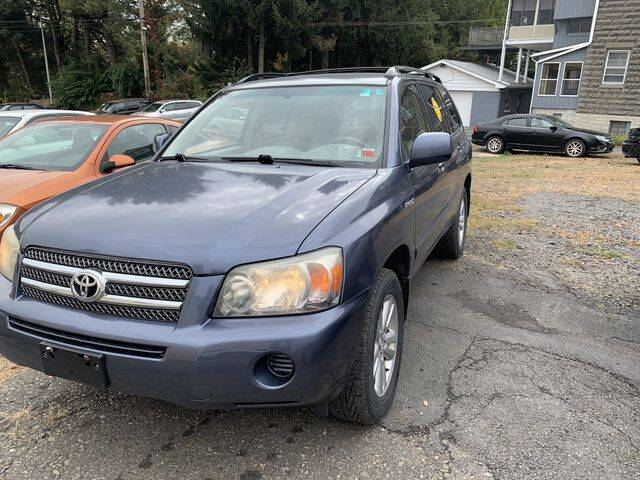 2006 Toyota Highlander Hybrid for sale at CASTLE AUTO AUCTION INC. in Scranton PA