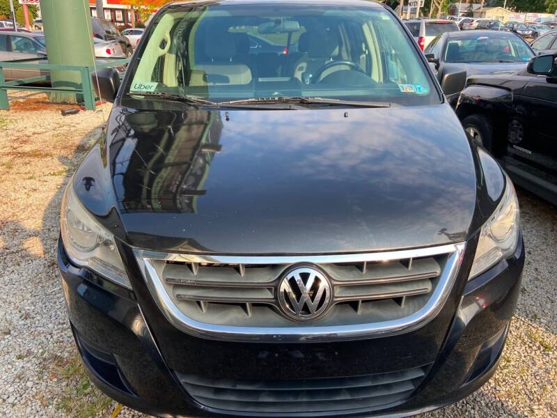 2011 Volkswagen Routan for sale at GREENLIGHT AUTO SALES in Akron OH