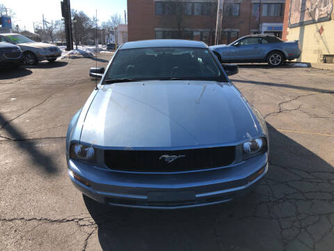 2007 Ford Mustang for sale at Discovery Auto Sales in New Lenox IL