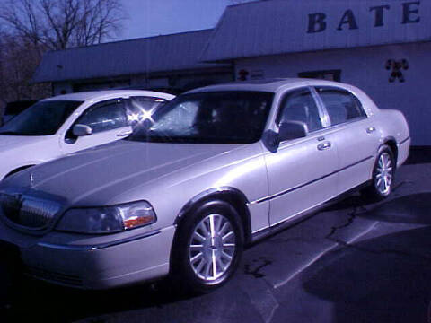 2004 Lincoln Town Car for sale at Bates Auto & Truck Center in Zanesville OH