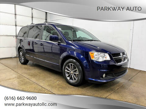 2017 Dodge Grand Caravan for sale at PARKWAY AUTO in Hudsonville MI