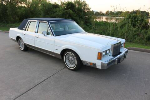 1989 Lincoln Town Car for sale at Clear Lake Auto World in League City TX