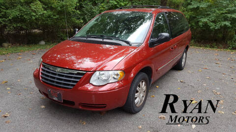 2006 Chrysler Town and Country for sale at Ryan Motors LLC in Warsaw IN
