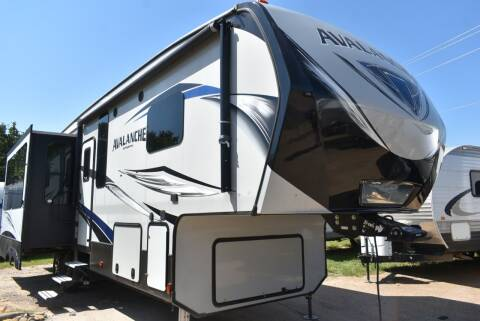 2017 Keystone Avalanche 320RS for sale at Buy Here Pay Here RV in Burleson TX