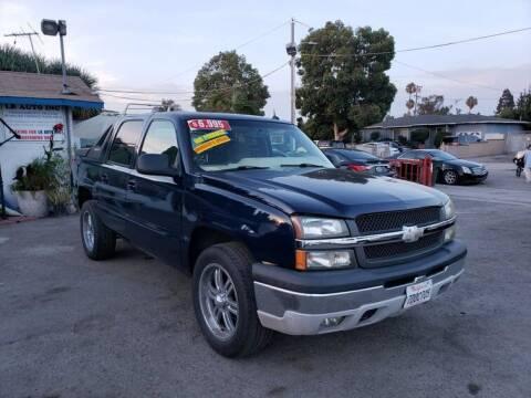 2005 Chevrolet Avalanche for sale at LR AUTO INC in Santa Ana CA