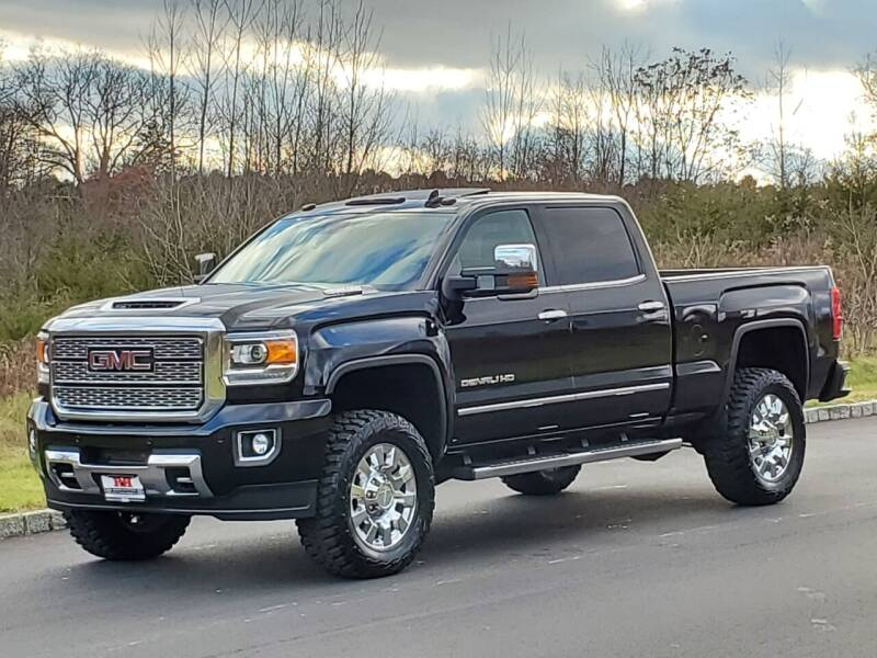 2018 GMC Sierra 2500HD for sale at R & R AUTO SALES in Poughkeepsie NY