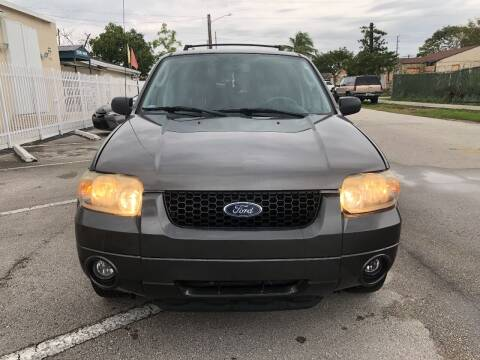 2006 Ford Escape for sale at UNITED AUTO BROKERS in Hollywood FL