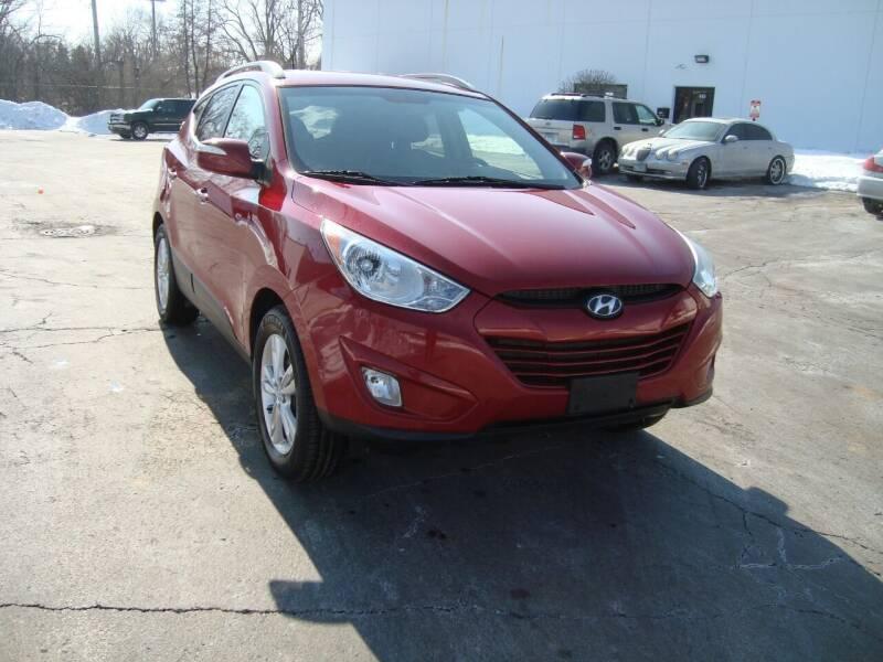 2013 Hyundai Tucson for sale at ARIANA MOTORS INC in Addison IL