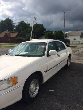 2001 Lincoln Town Car for sale at Mike Hunter Auto Sales in Terre Haute IN