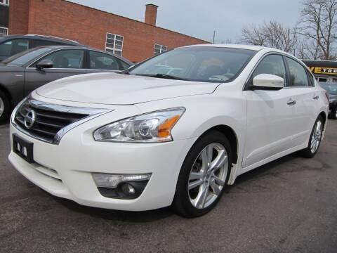 2013 Nissan Altima for sale at DRIVE TREND in Cleveland OH