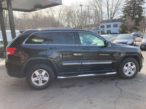 2011 Jeep Grand Cherokee for sale at Apple Auto Sales Inc in Camillus NY