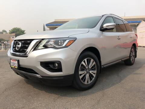 2017 Nissan Pathfinder for sale at Cars 2 Go in Clovis CA