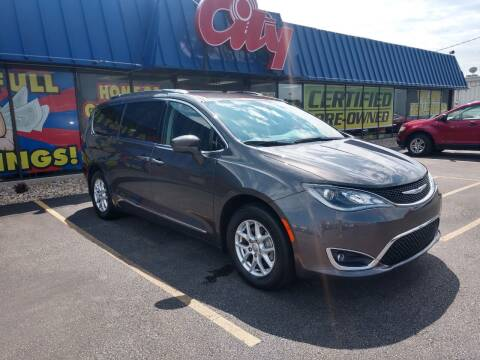 2020 Chrysler Pacifica for sale at CITY SELECT MOTORS in Galesburg IL