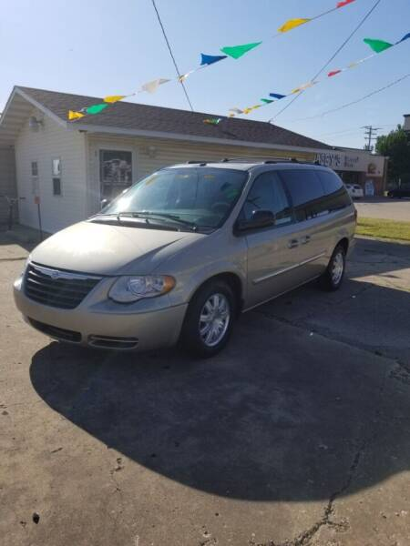 2006 Chrysler Town and Country for sale at Adan Auto Credit in Effingham IL
