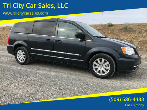2013 Chrysler Town and Country for sale at Tri City Car Sales, LLC in Kennewick WA