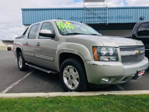 2009 Chevrolet Avalanche for sale at Credit World Auto Sales in Fresno CA