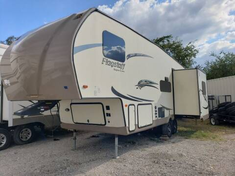 2017 Forest River Flagstaff 526RLWS for sale at Ultimate RV in White Settlement TX