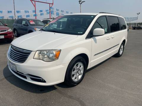 2012 Chrysler Town and Country for sale at LIVINGSTON AUTO SALES in Livingston CA