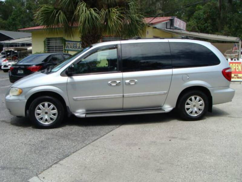 2006 Chrysler Town and Country for sale at VANS CARS AND TRUCKS in Brooksville FL