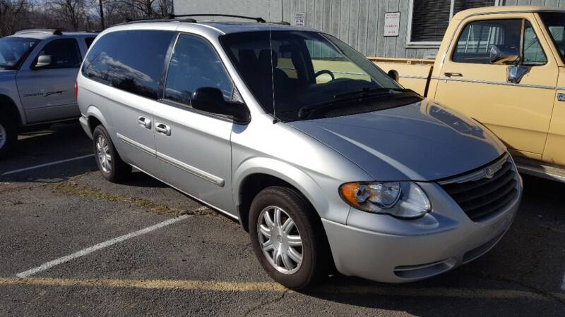 2005 Chrysler Town and Country for sale at Economy Auto Sales in Dumfries VA
