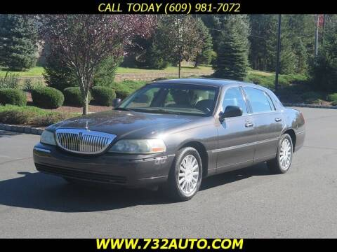 2005 Lincoln Town Car for sale at Absolute Auto Solutions in Hamilton NJ