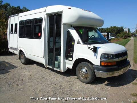 2005 Chevrolet Express Cutaway for sale at Vans Vans Vans INC in Blauvelt NY