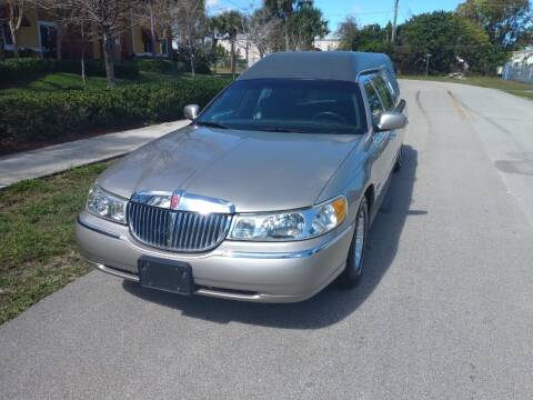2001 Lincoln Town Car for sale at LAND & SEA BROKERS INC in Deerfield FL