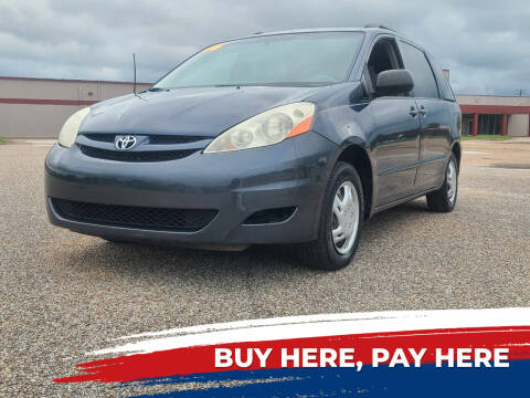 2006 Toyota Sienna for sale at Auto District in Baytown TX
