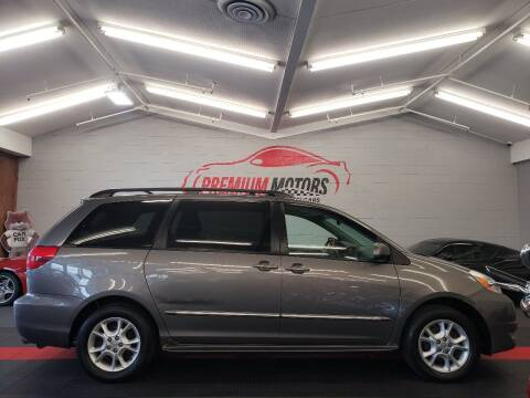 2004 Toyota Sienna for sale at Premium Motors in Villa Park IL