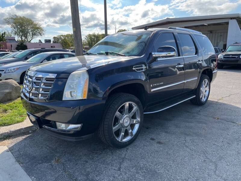 2007 Cadillac Escalade for sale at Lakeshore Auto Wholesalers in Amherst OH