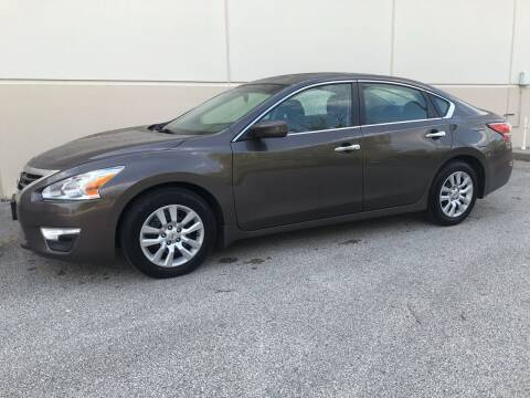 2014 Nissan Altima for sale at Crowne Motors in Newton IA