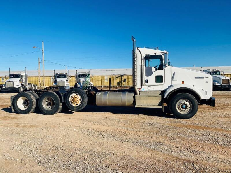2013 Kenworth T800 for sale at Edge Motor & Equipment Sales in Woodward OK