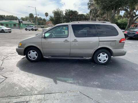2001 Toyota Sienna for sale at BSS AUTO SALES INC in Eustis FL