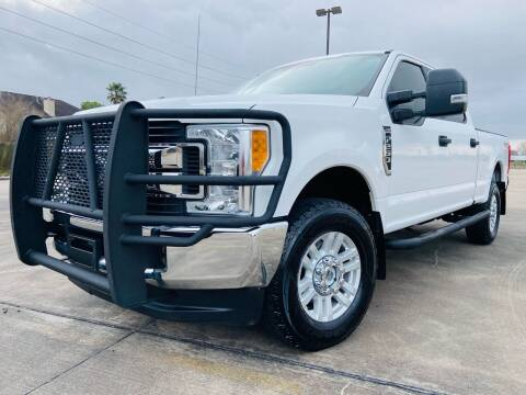 2017 Ford F-250 Super Duty for sale at AUTO DIRECT Bellaire in Houston TX