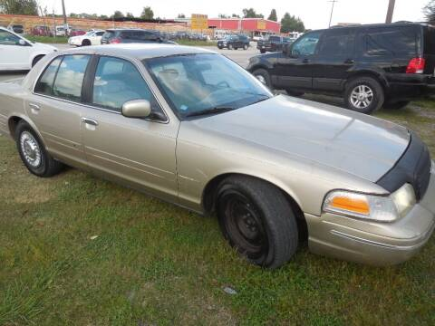 2000 Ford Crown Victoria for sale at SCOTT HARRISON MOTOR CO in Houston TX