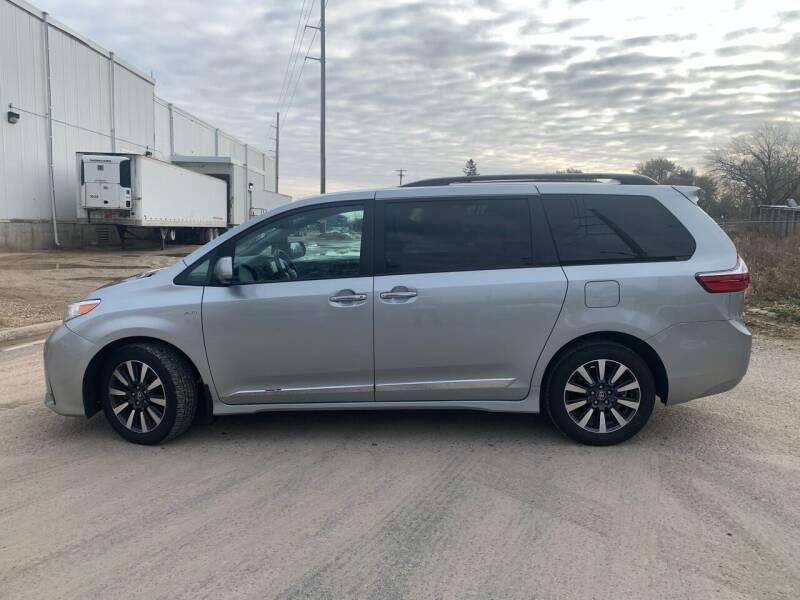 2019 Toyota Sienna AWD XLE 7-Passenger 4dr Mini-Van - Farmington MN